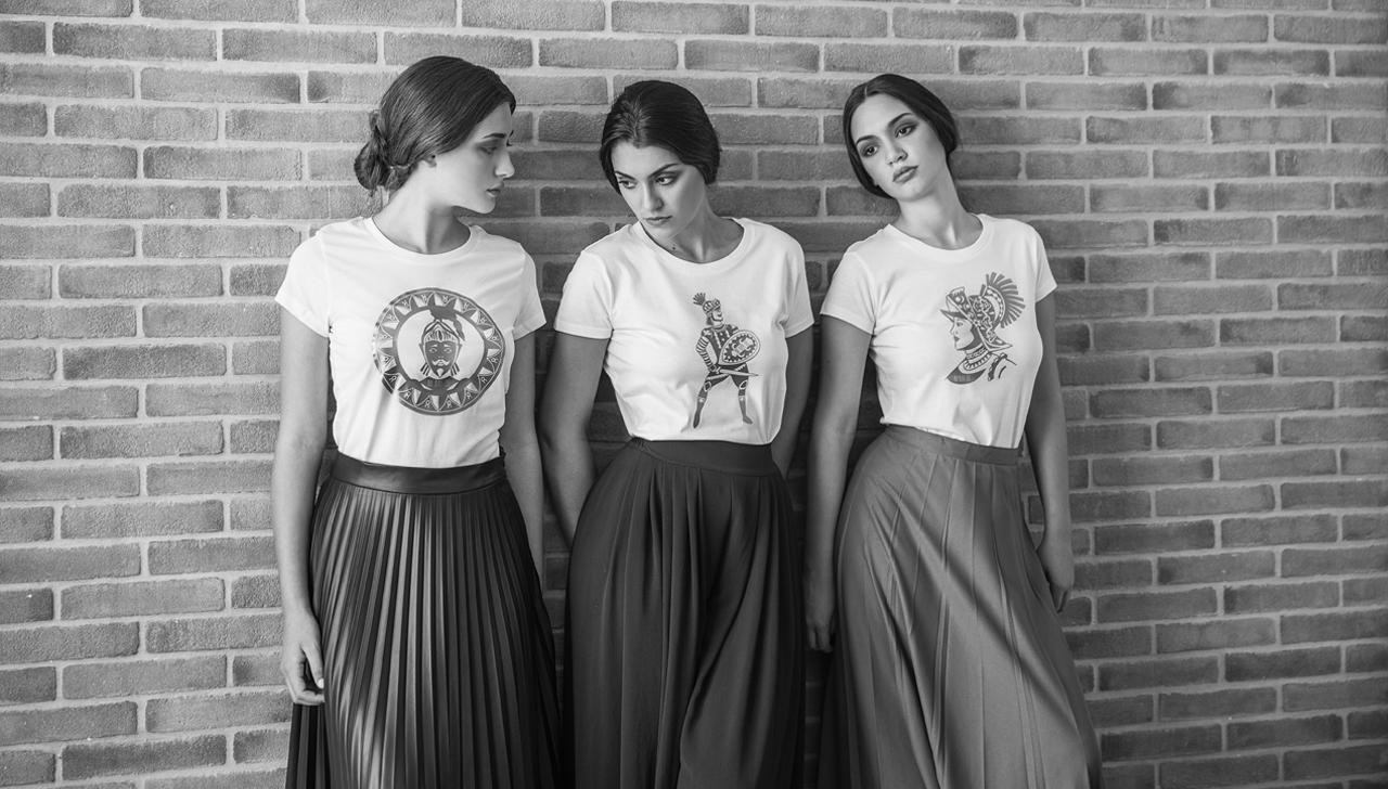 tre modelle con t-shirt ni ma bi