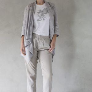 composizione modella con t-shirt ni ma bi bianca, disegno ettore argento
