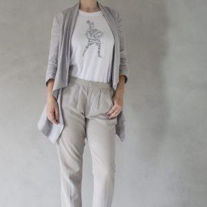 composizione modella con t-shirt ni ma bi bianca, disegno rinaldo argento